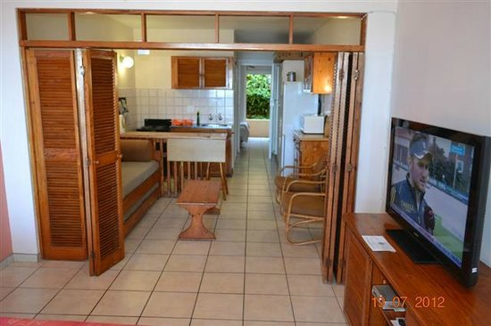 Driftsands Holiday Flats : Typical living area and kitchen
