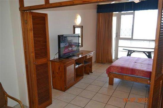 Driftsands Holiday Flats : Unit 6 main bedroom