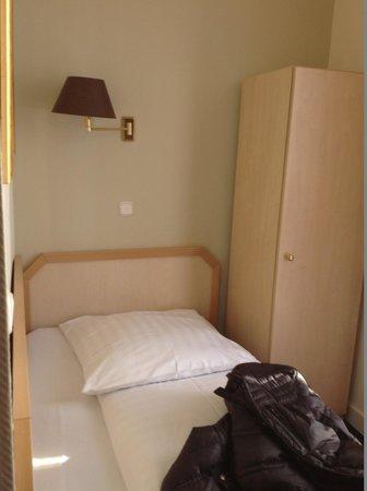 Hotel Tourist Frankfurt: Camera