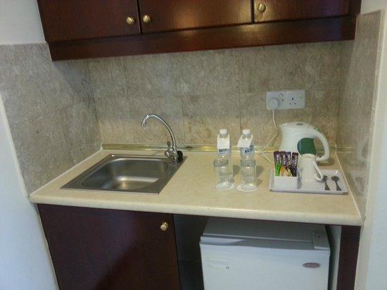 Berjaya Times Square Hotel, Kuala Lumpur: kitchen amenity