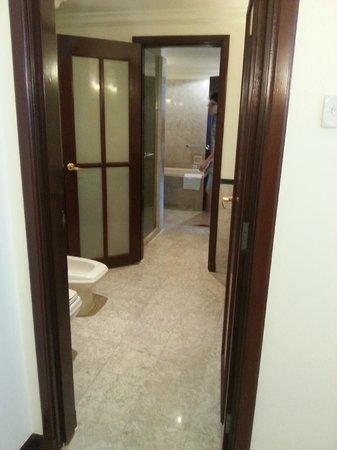 Berjaya Times Square Hotel, Kuala Lumpur: bathroom