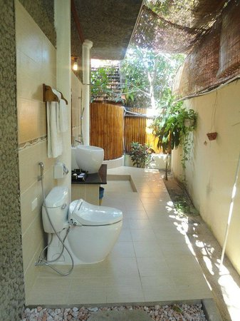 Muine Ocean Resort & Spa: Outdoor bathroom