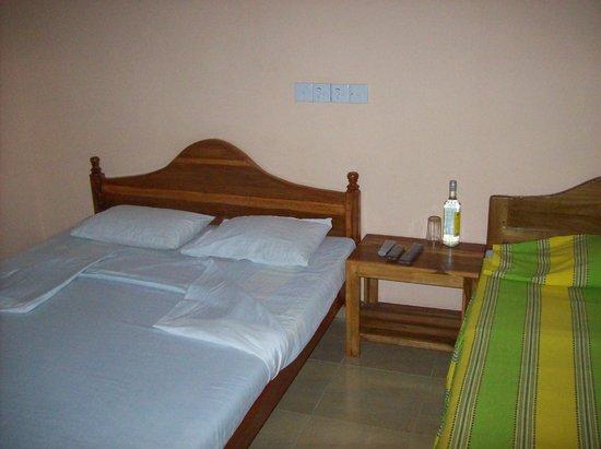 Little Rose Inn: La chambre très grande pour deux !