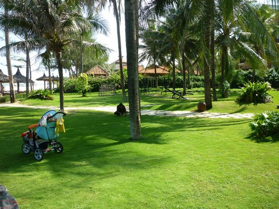 The Beach Resort: Garden