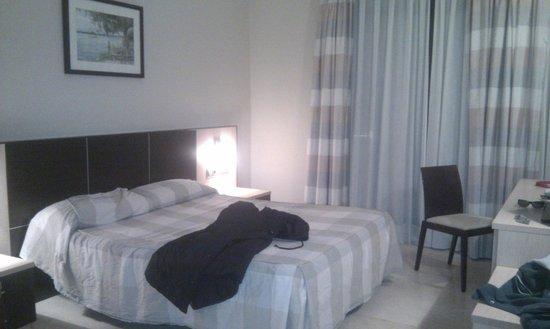 Hotel Flamingo: La habitación al llegar; los trastos son nuestros