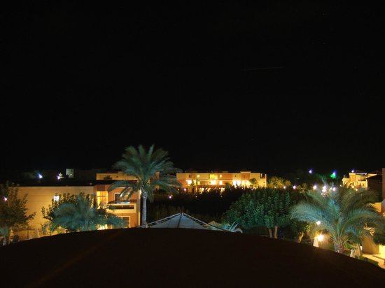 Sea View Hotel: Zimmeraussicht bei Nacht