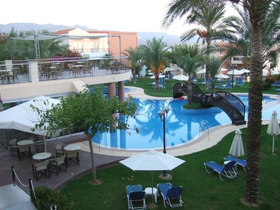 Sea View Hotel: Pool 1