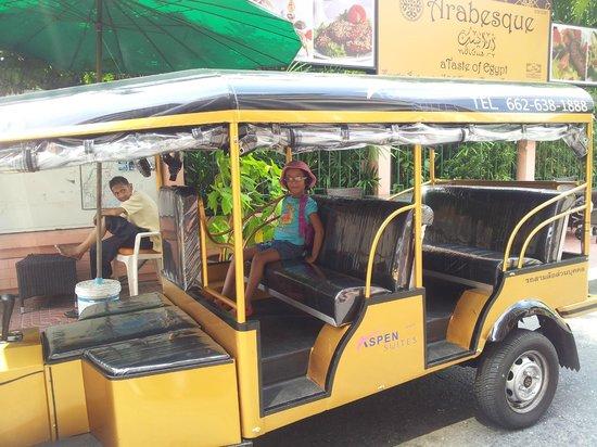 Aspen Suites Hotel Sukhumvit 2 Bangkok by Compass Hospitality: tuk tuk ride.....