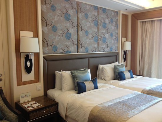 Edsa Shangri-La: Room 1728