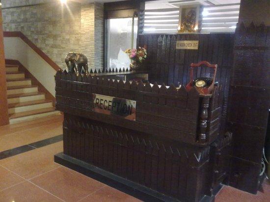 Hotel Arch Manor Deluxe : Reception
