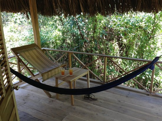 Freedomland Phu Quoc Resort: The hammock in our jungle hut terrace