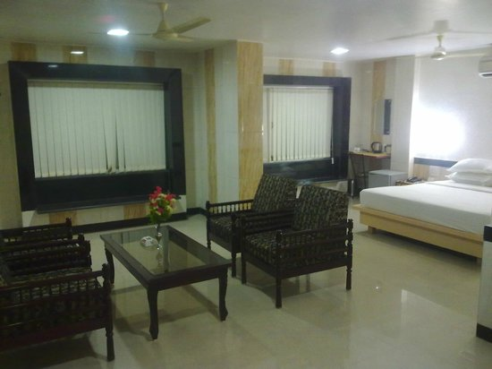 Hotel Arch Manor Deluxe : Room