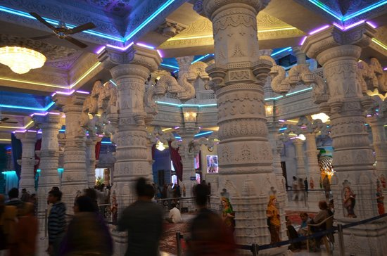 Mathura, Indie: Marvelous architecture of Radha Prem Mandir - Vrindavan