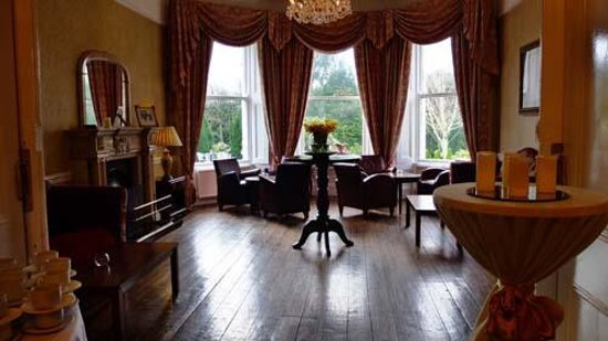 Summerhill House Hotel : beautiful function rooms and lovely patios in front of the house