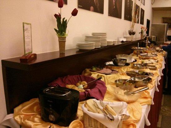 EA Hotel Rokoko: Petit déjeuner