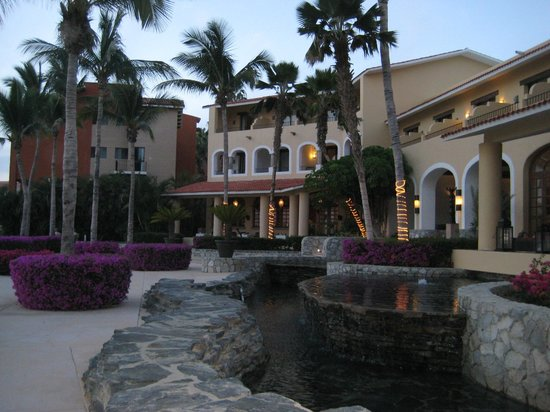 Casa del Mar Golf Resort & Spa: Looking back onto the hotel