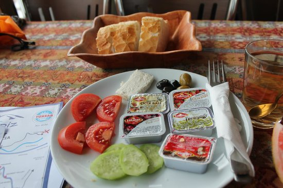 Yasin's Place Backpackers Cave Hotel: My Turkish Traditional Breakfast