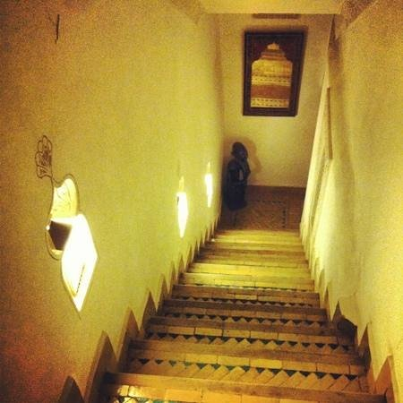 Riad Dar Alfarah: Stairs to upper rooms- no lifts