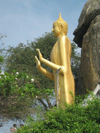 Baan Paan Hua Hin: buddha waakt over de zee