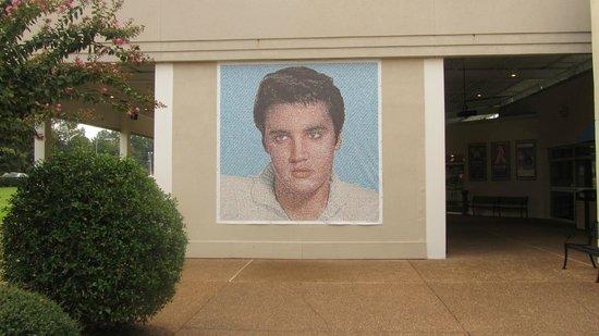 Elvis Presley's Heartbreak Hotel: on the plazza