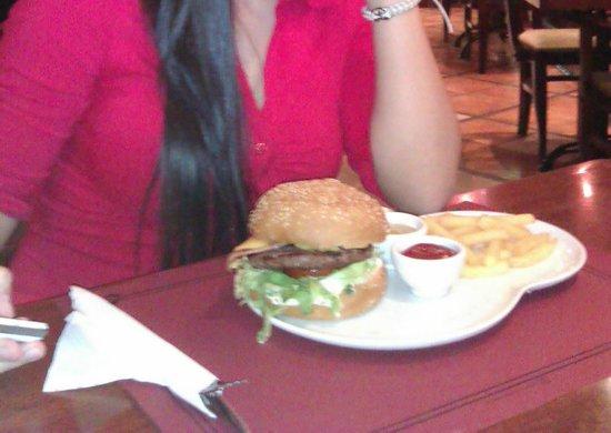Happy Bar & Grill: hamburguesa de ternera