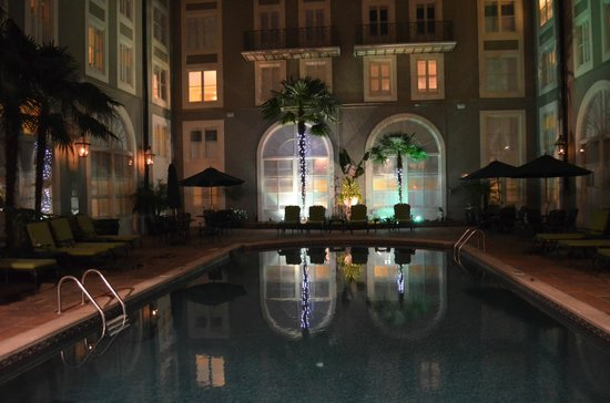 Bourbon Orleans Hotel: Night time by the pool