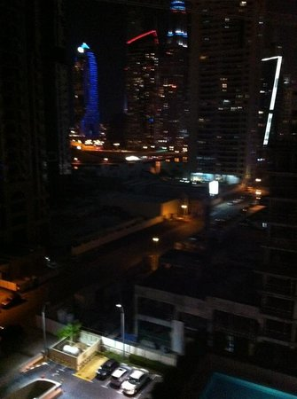 Radisson Blu Residence, Dubai Marina : Night view from our balcony