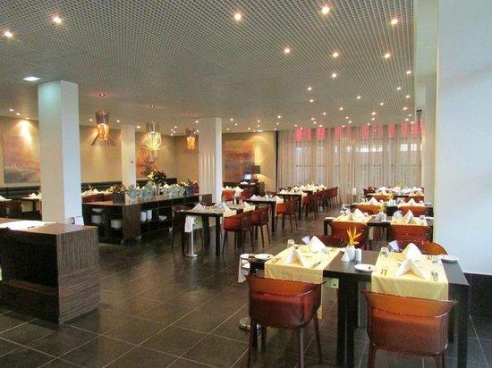 Executive Hotel Samba : Restaurant