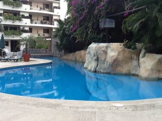 Hotel Casa Iguana: Pool area; there is a cold water jacuzzi also.