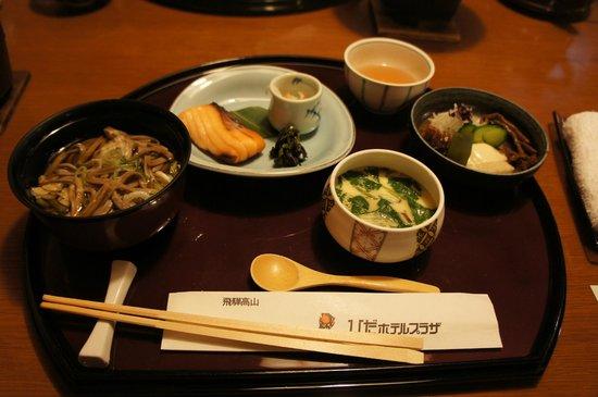 Hida Hotel Plaza: 夕食はボリュームもありお腹一杯になりました