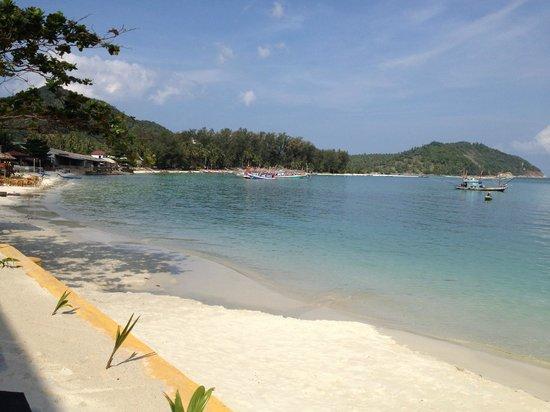Mandalai Hotel : The beach