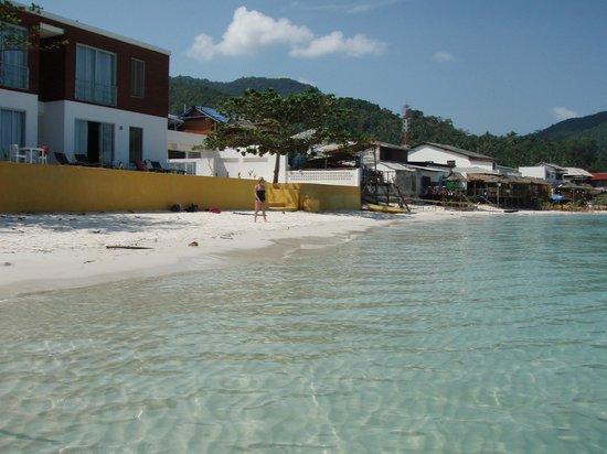 Mandalai Hotel : Hotel from the beach