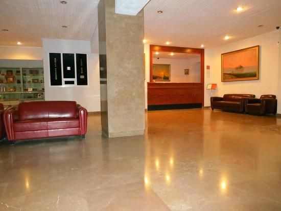 Shirak Hotel: Lobby