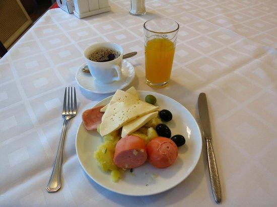Shirak Hotel: Breakfast