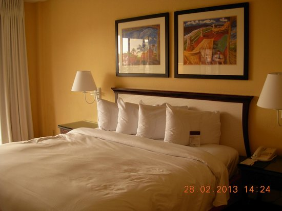 Bahia Mar Fort Lauderdale Beach - a Doubletree by Hilton Hotel: Bed