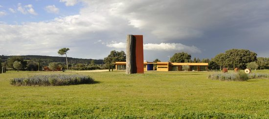 Fundacio l'Olivar: Vistas del complejo
