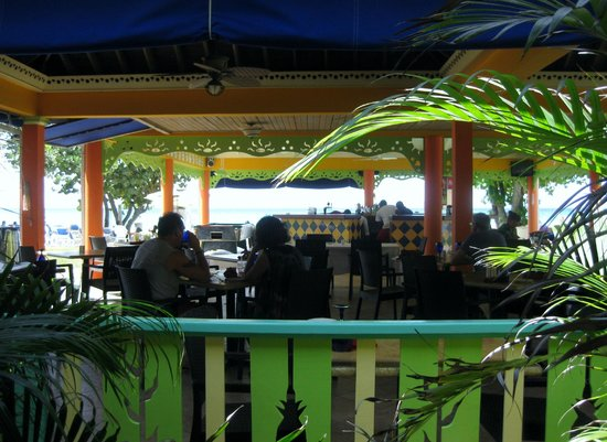 Grand Pineapple Beach Negril: dining and bar area.