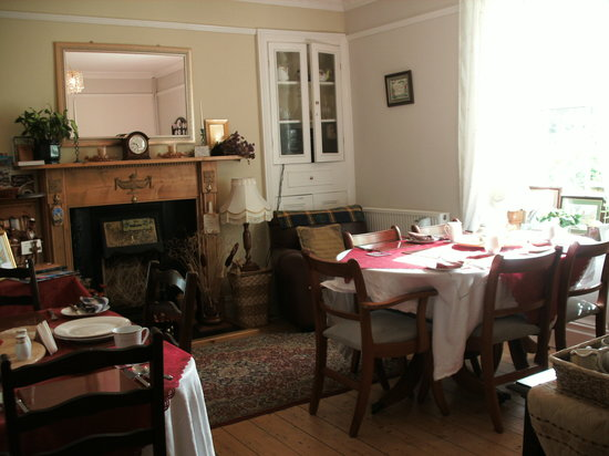 Y Garreg Wen: Our relaxing and welcoming breakfast room