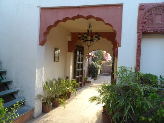 Jagat Vilas: Entrance