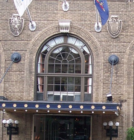 Historic Hotel Bethlehem : Medallions before restoration