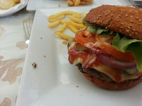 Cafe del Mar : juicy burger
