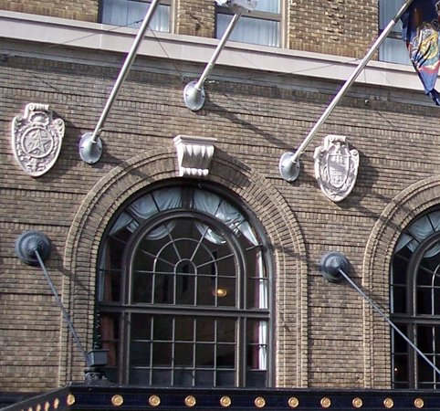 Historic Hotel Bethlehem : Medallions after special cleaning