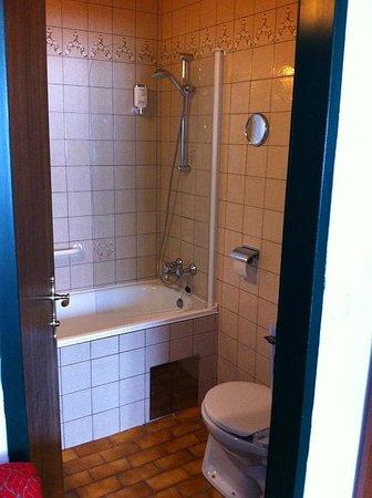 Hotel Alpenkrone: Bad im 70er Jahre Stil