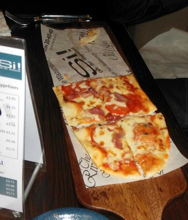 Si! Cafe Bar Restaurant: Pizza on a plank