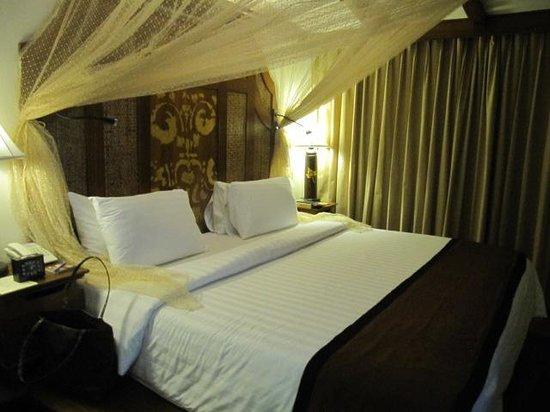 Sawasdee Village: The bed