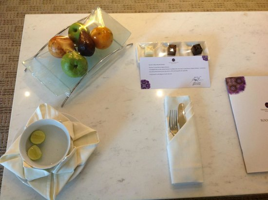 Grand Mercure Jakarta Harmoni: Nice Complimentary Fruit and Chocolate