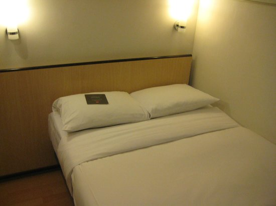 Ibis Hong Kong North Point: ベッドは非常に狭く、寝心地も一息