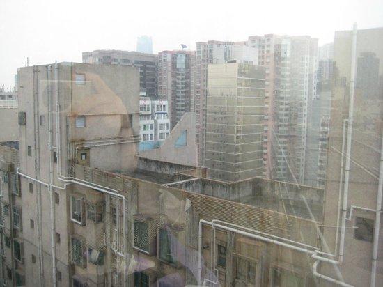 Ibis Hong Kong North Point: シティービューの眺め、周りは下町感が濃厚