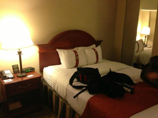 Holiday Inn Midtown / 57th St: Bed