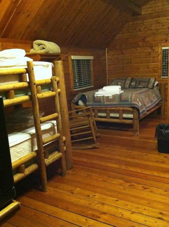 Uchee Creek Army Campground and Marina: Small cabin